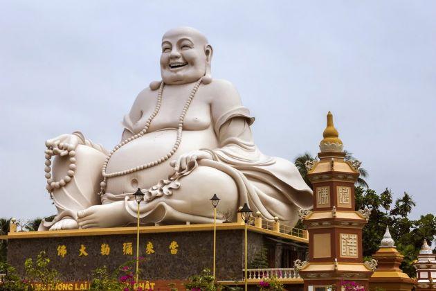 buddha statue in vinh trang pagoda