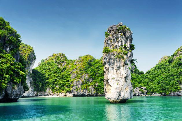 halong bay limestone mountain