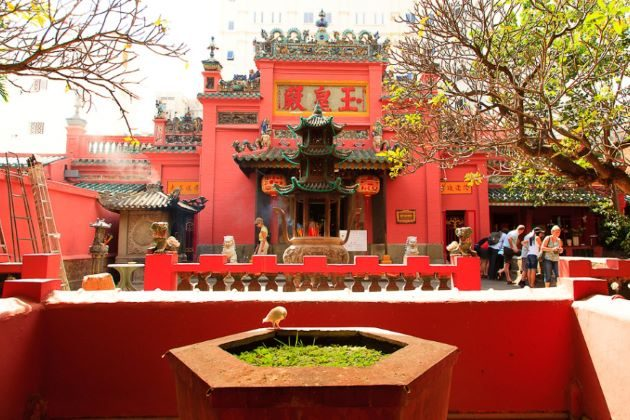 jade emperor pagoda in saigon