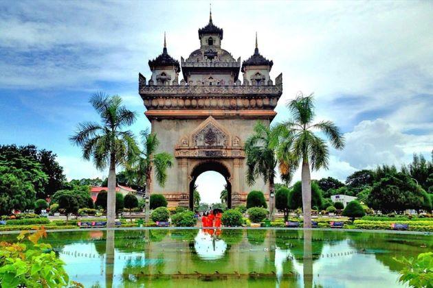 patuxay monument in vientiane laos