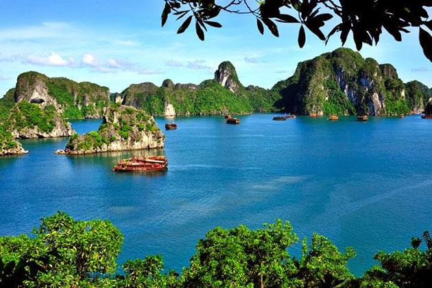 the beauty of Halong bay