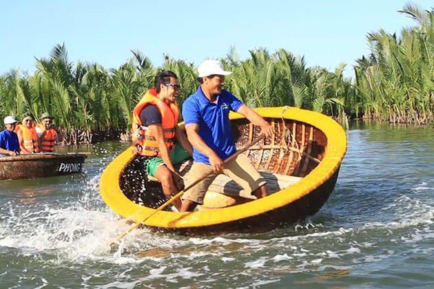 thung chai bamboo basket boat in cam kim island