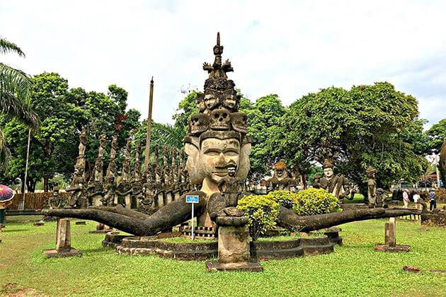 vientiane-buddha-park-that-luang-stupa