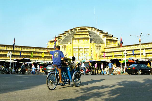 visit Phsar Thom Thmei (Central Market, Phnom Penh)